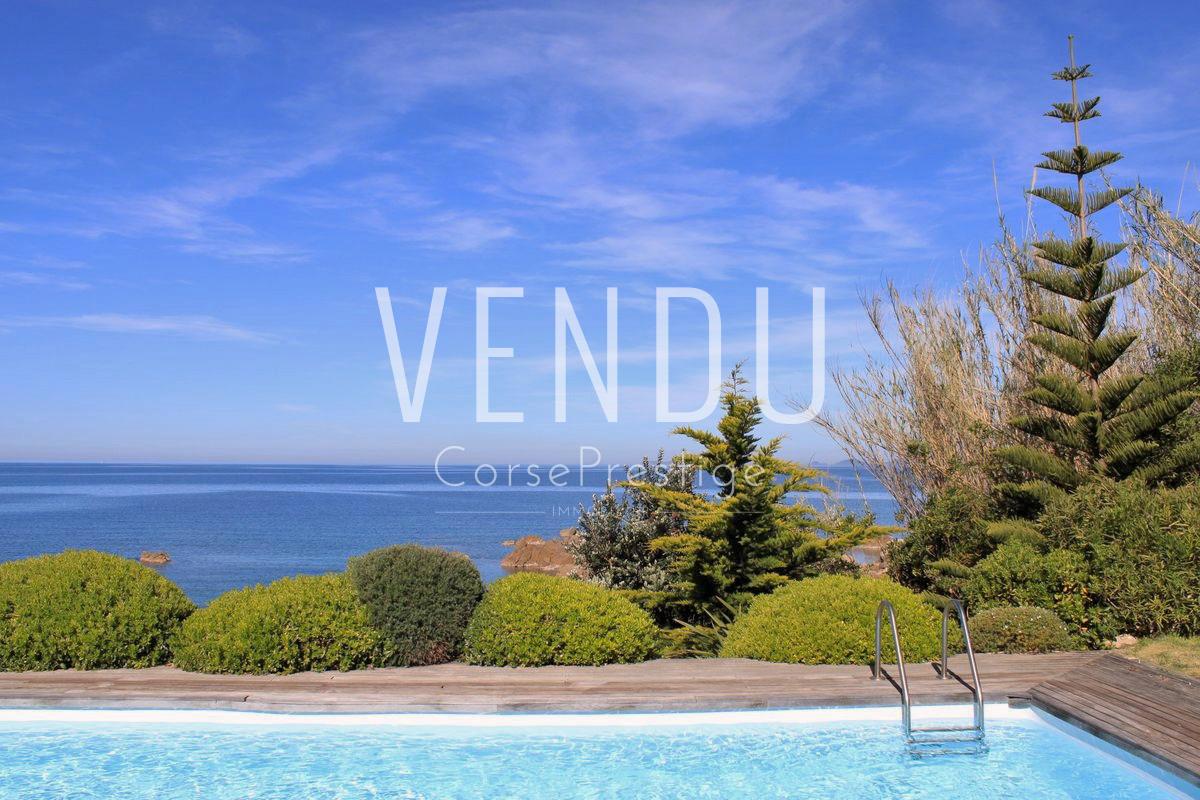 golfe-ajaccio-villa-pieds-dans-l-eau-m09