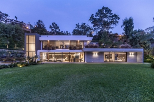 Modern and Luxury in Casuarina - REF CHR_3285846
